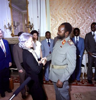Bundesarchiv_Bild_183-1983-0303-423,_Berlin,_Margot_Honecker,_Samora_Moises_Machel